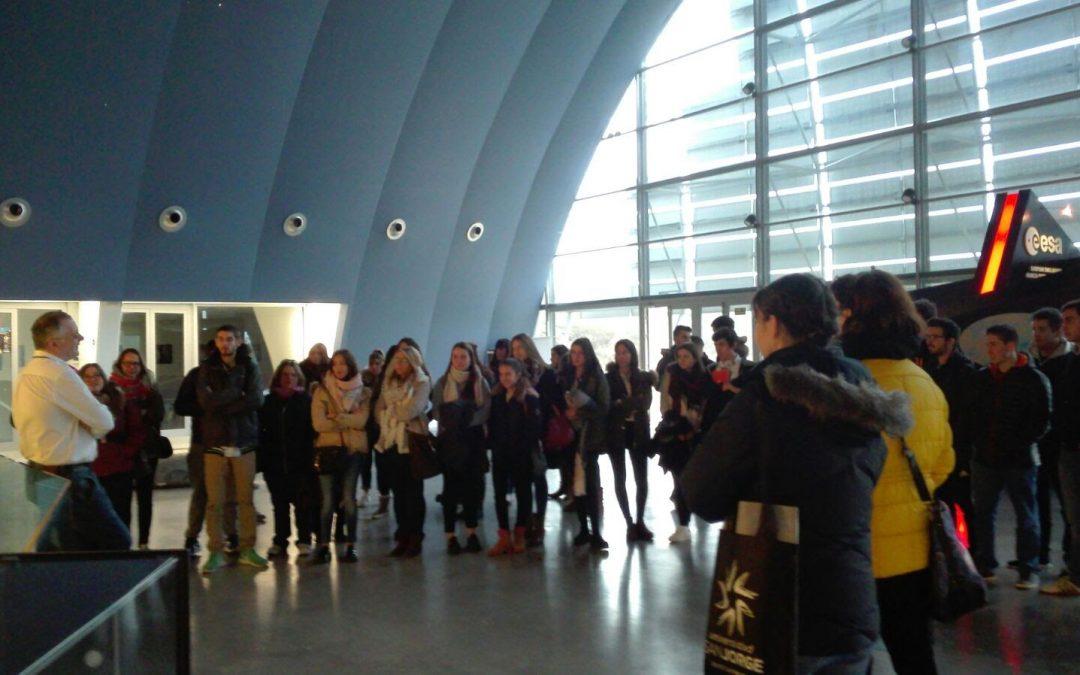 Alumnos de Educación Infantil y Primaria en el planetario de Huesca