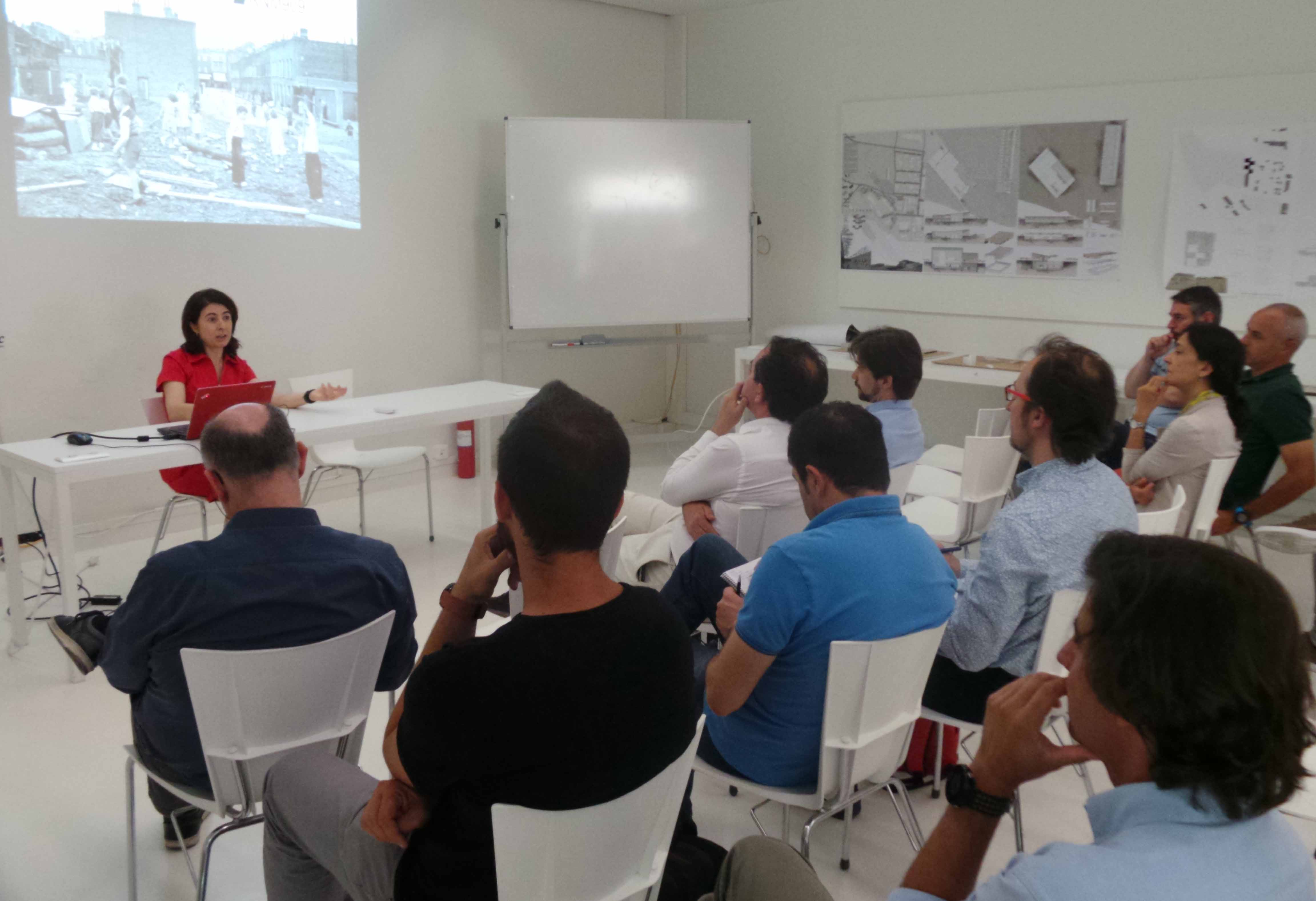 El grado en arquitectura cierra los jury con la visita de for Grado en arquitectura