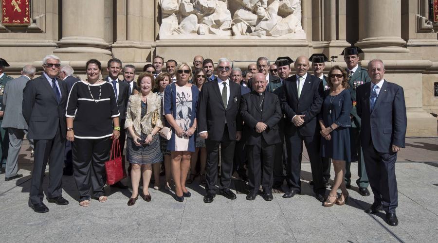 El presidente del Grupo San Valero, Ángel García de Jalón, recibe la Cruz de Plata de la Guardia Civil