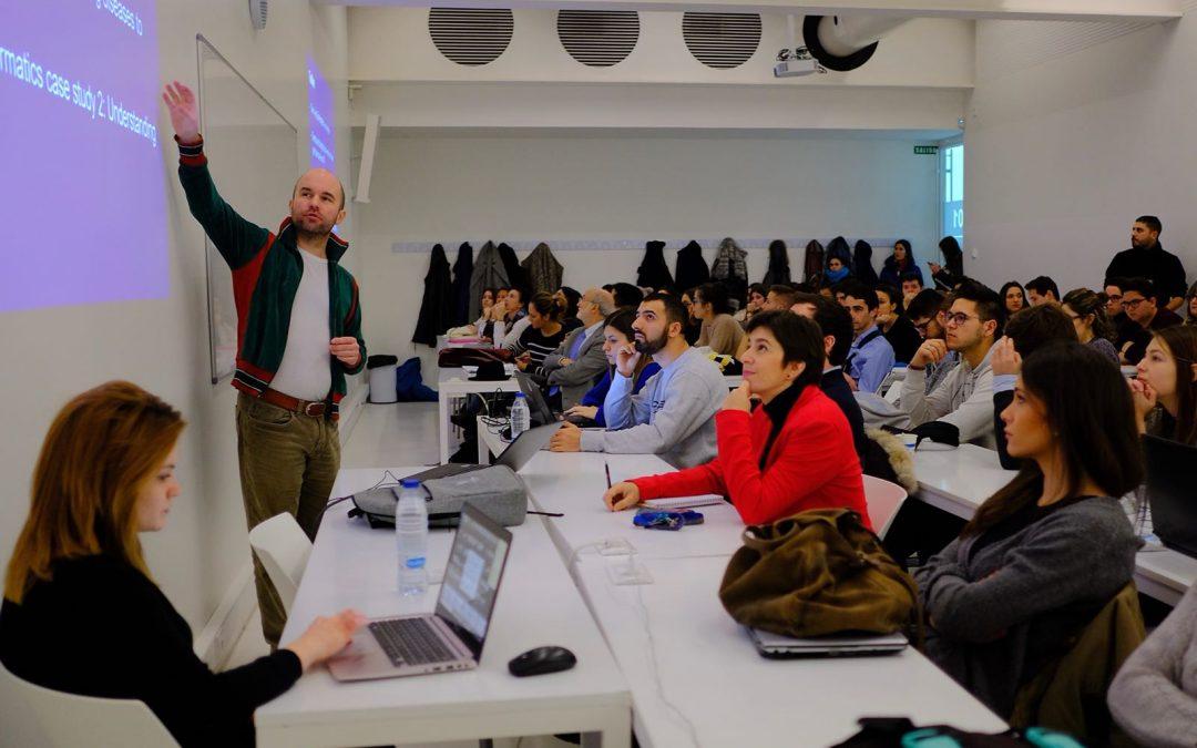 El Dr.Andreas Bender imparte una charla sobre bioinformática
