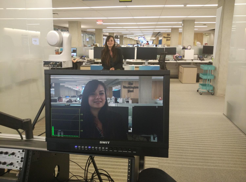 Clara en la redacción del Washington Post