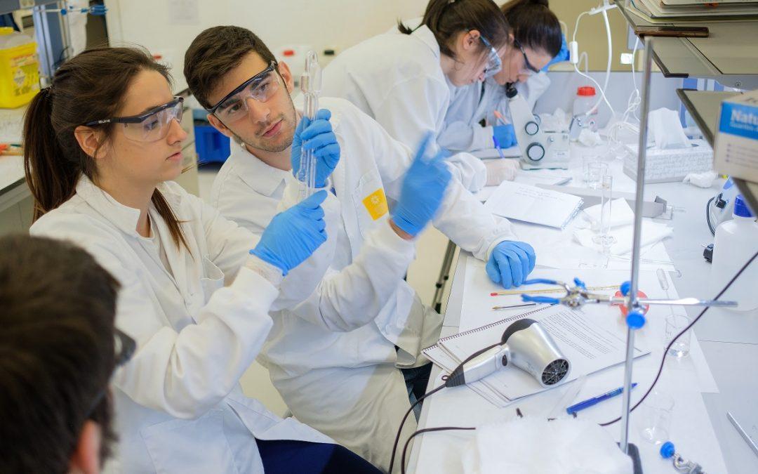 La Universidad San Jorge firma la renovación de la cátedra con el laboratorio farmacéutico Pranarom