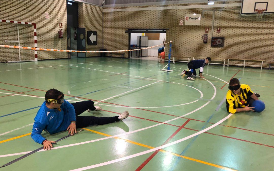 Varios alumnos de Educación Primaria realizan actividades de sensibilización con CEDES, Special Olympics y un equipo de 'goalball' de la ONCE