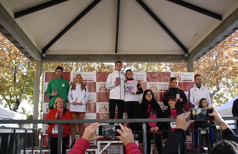 El estudiante de la USJ Daniel Tolosa y la atleta Belén Sanchez ganan la prueba de 5k de la IV edición de la Carrera Contra la Violencia de Género