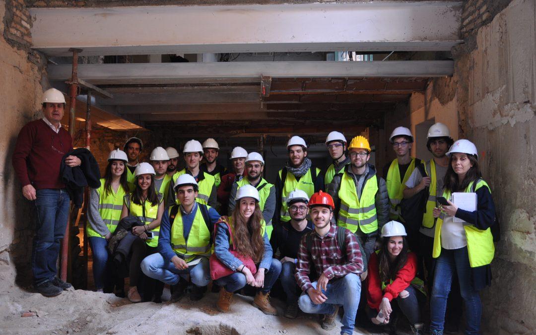 Los alumnos de Arquitectura de la USJ visitan las obras de rehabilitación de lo que será la nueva sede de la Comarca Hoya de Huesca