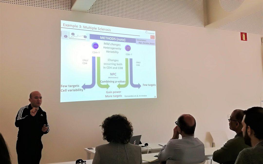El investigador David Gómez imparte una charla sobre el papel de la Bioinformática en el análisis de datos en contextos biomédicos