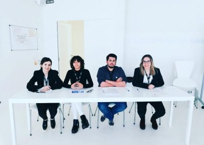 Grupo que ha competido en la Liga de Debate de la USJ