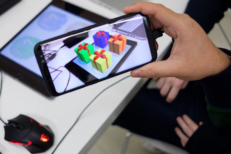 La USJ lanza en octubre una nueva edición del Máster en Dispositivos Móviles destacando su alta especialización y su continuo contacto con el ámbito empresarial