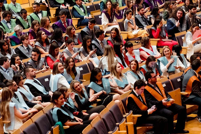La USJ gradúa a su primera promoción de los grados en Educación Infantil y Primaria