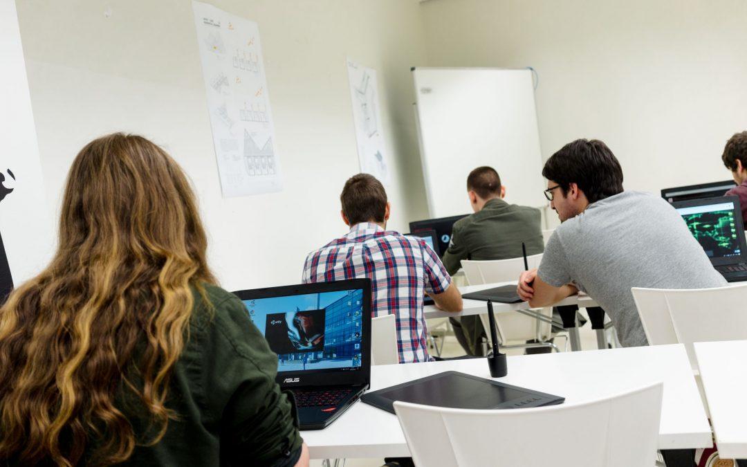 La Universidad San Jorge cede material técnico para la realización de las colonias de verano Etopia Kids