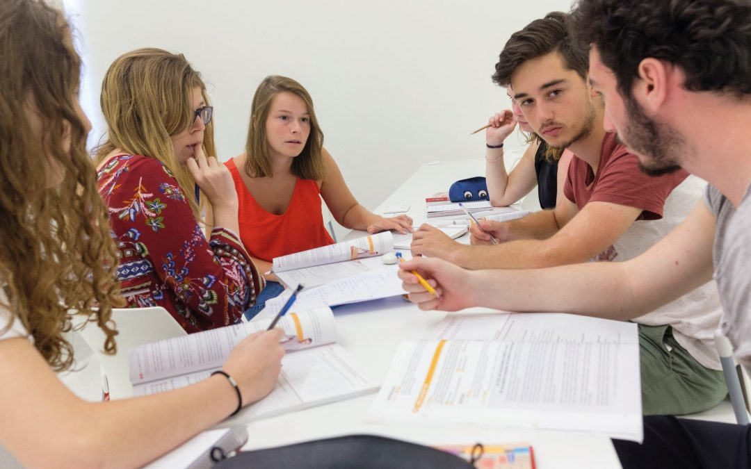 Los másteres de la USJ capacitan al alumno para dirigir y gestionar una empresa y su comunicación