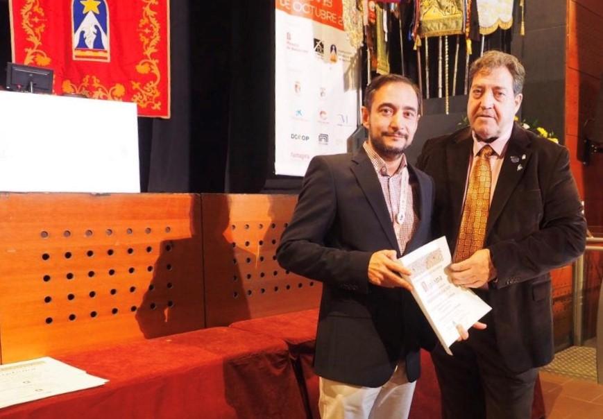El docente Javier Álvarez, ganador del concurso de logotipo del Congreso Internacional Belenista 2023