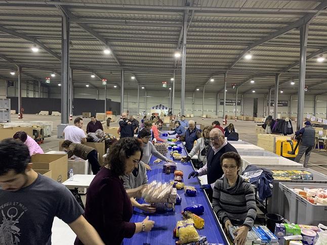 Alrededor de 300 voluntarios del Grupo San Valero participan en la Gran Recogida de Alimentos