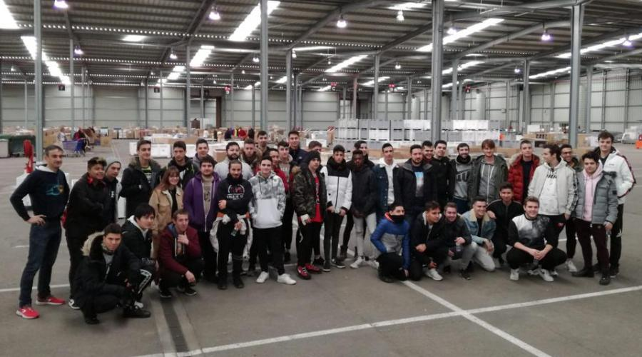 300 voluntarios de Grupo San Valero colaboran en la Gran Recogida de Banco de Alimentos de Zaragoza