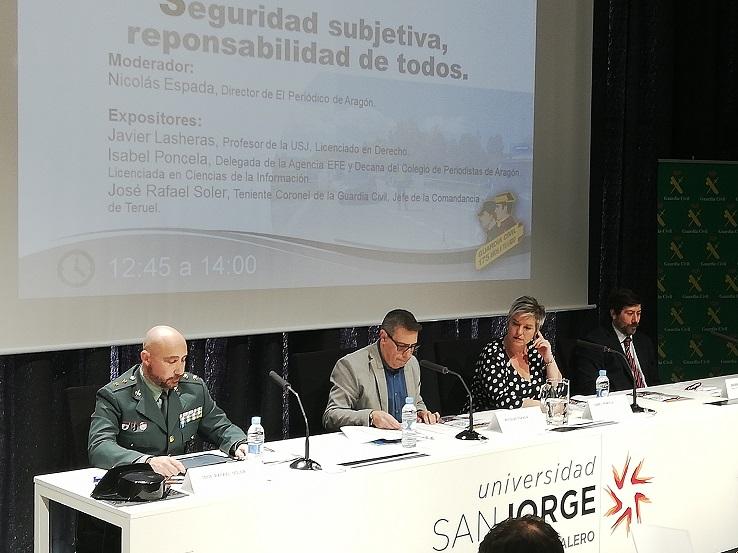 La Universidad San Jorge, la Guardia Civil y los medios de comunicación debaten sobre derecho a informar, fake news, comunicación y seguridad subjetiva