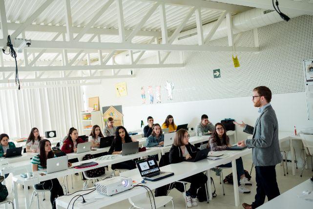 El máster en Profesorado de la Universidad San Jorge prepara al alumno para convertirse en un profesional multidisciplinar y experto en innovación docente e investigación educativa