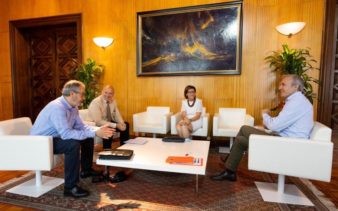 El alcalde de Zaragoza recibe a la rectora de la USJ y al presidente y al director general del Grupo San Valero