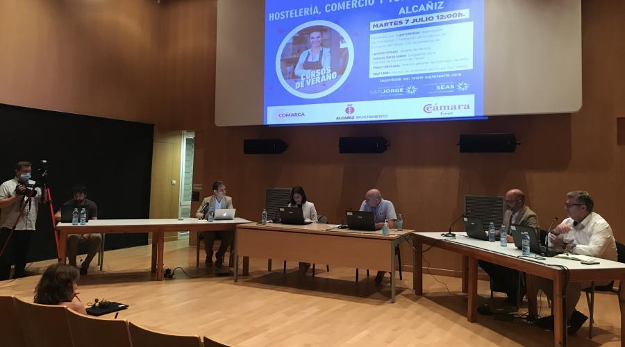 Una mesa coloquio sobre economía local abre los Cursos de Verano de la USJ en Alcañiz