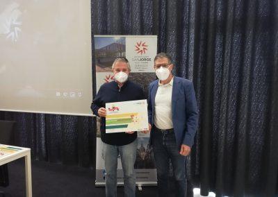 3-El grado en CCAFD de la USJ entrega los premios del concurso Antorcha a Tokio USJ a los colegios ganadores, Marianistas y Teresianos del Pilar