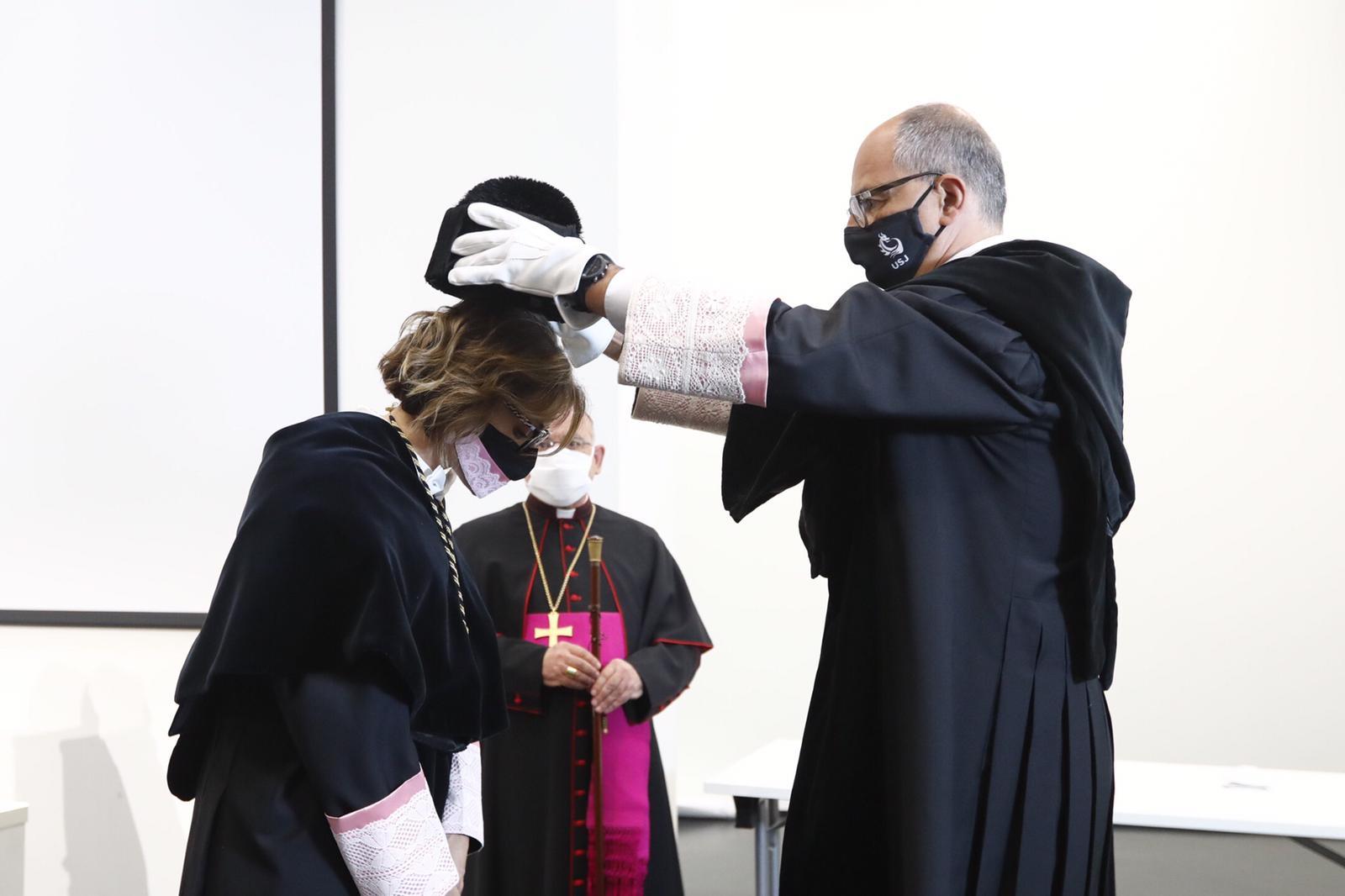 La Universidad San Jorge ha celebrado esta mañana el acto oficial de la toma de posesión de su nueva rectora, Berta Sáez,
