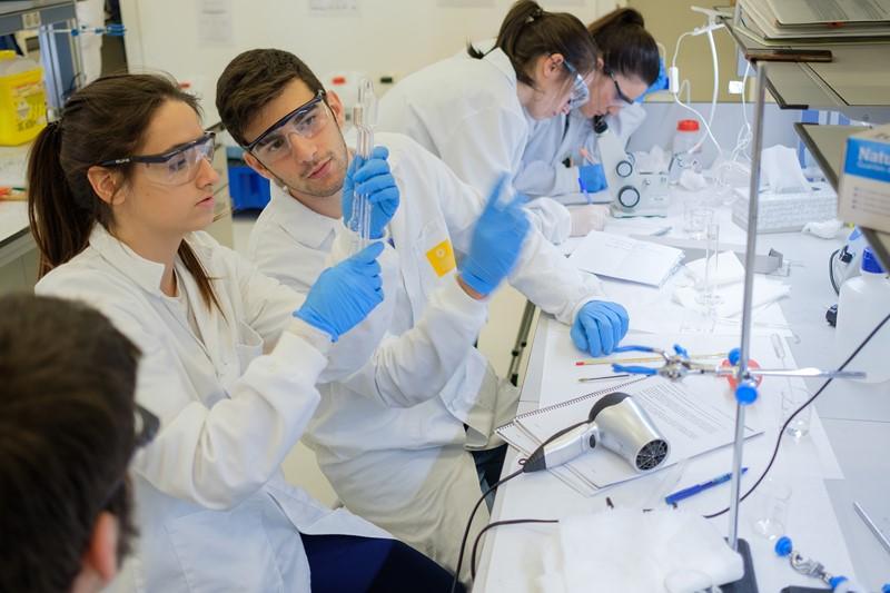 La USJ pone en marcha un máster para ejercer como director técnico de laboratorio
