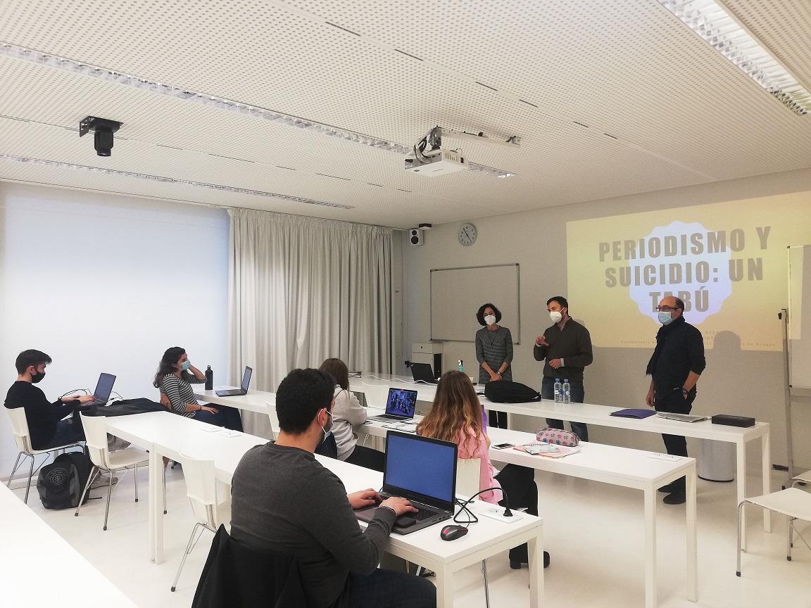 Momento de la primera sesión del taller sobre la prevención del suicidio en los medios de comunicación