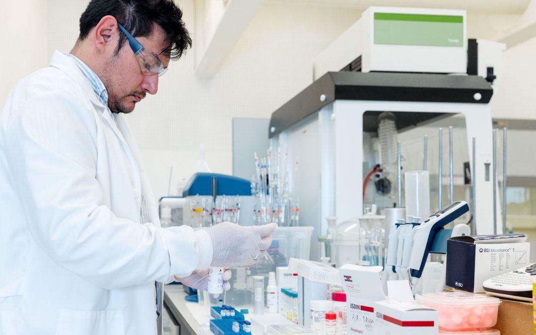 Los alumnos del Título de Experto Universitario en Formulación de Medicamentos Individualizados en Pacientes Especiales destacan la especialización del temario y el modelo de enseñanza flexible