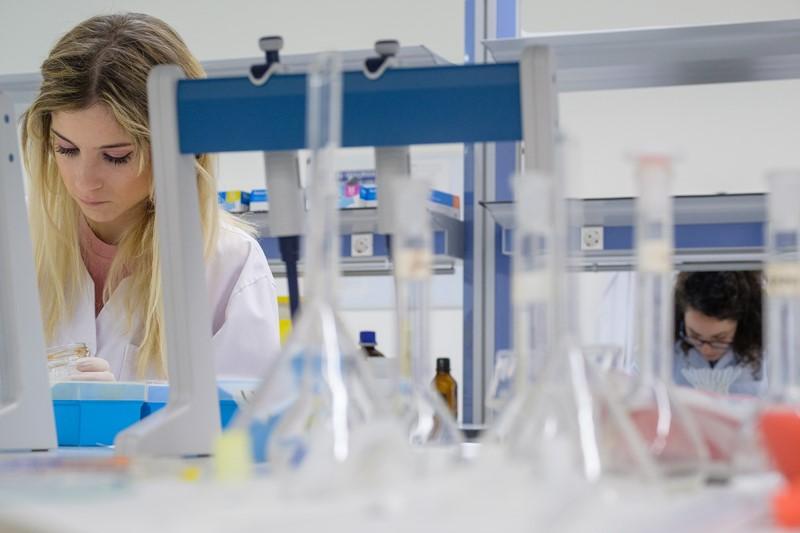 El servicio PACMI de la Universidad San Jorge trabaja con más de 60 farmacias y centros hospitalarios a nivel nacional