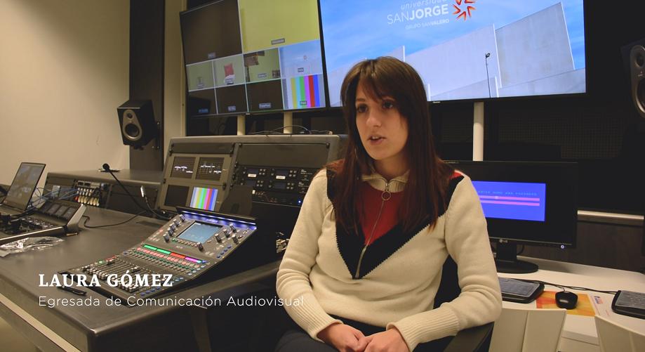 """Una egresada y un alumno de la USJ, en el rodaje de """"Las niñas"""", película ganadora de cuatro Premios Goya"""