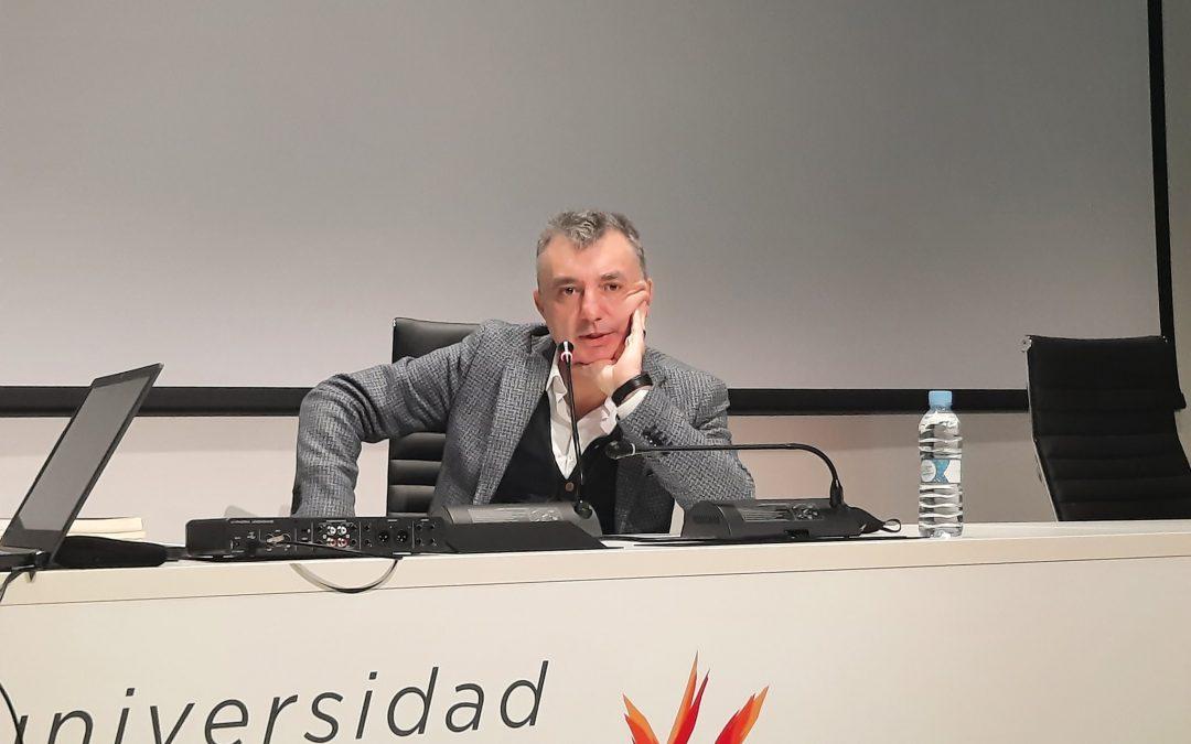 El escritor Manuel Vilas visita la Universidad San Jorge