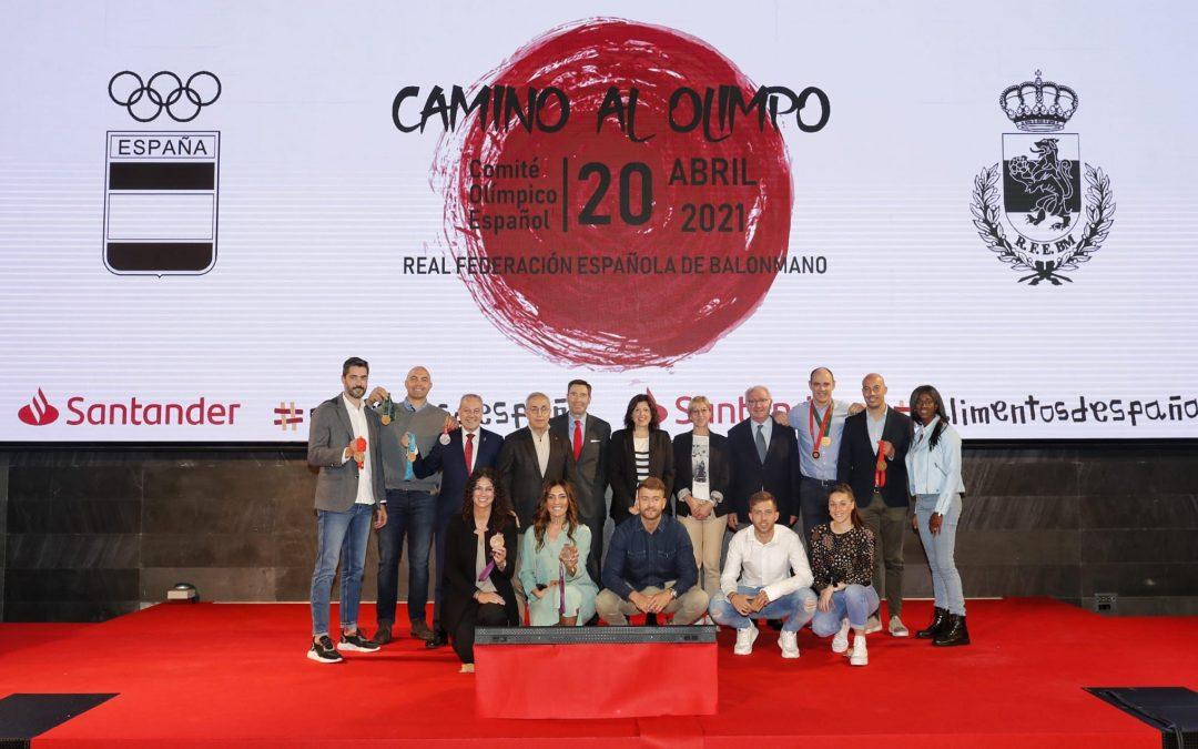 """Demetrio Lozano, en """"Camino al Olimpo"""", una iniciativa que reunió al pasado y presente del balonmano español"""