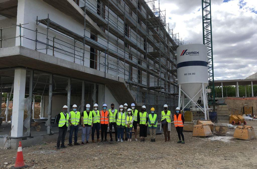 Alumnos de Arquitectura visitan las obras del nuevo edificio de la Universidad San Jorge