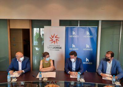 Firma del convenio de la USJ y el Grupo Henneo_3