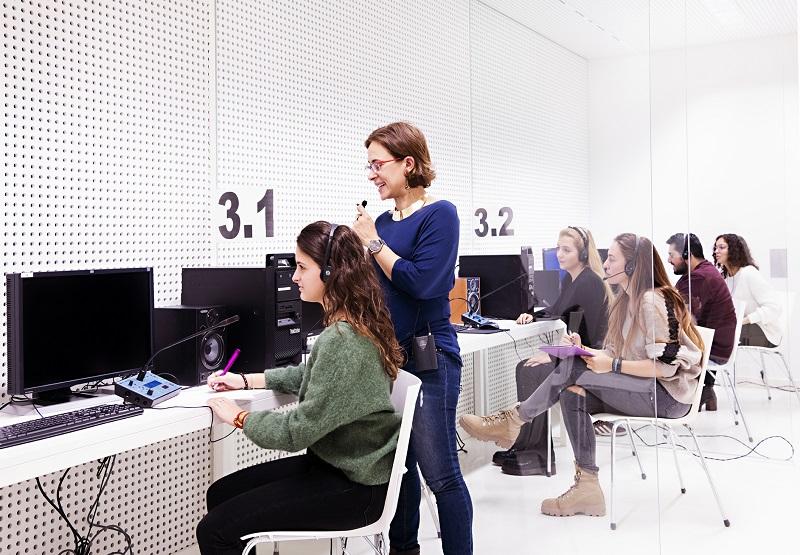 Estudiantes del grado en Traducción y Comunicación Intercultural conectan con empresas para conocer cómo enfocar su desarrollo profesional