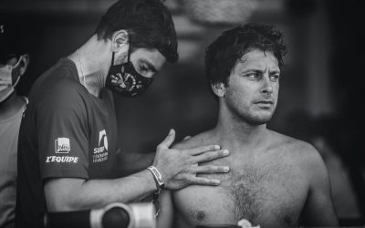 El egresado de la USJ Thibaut Paraillous, fisioterapeuta de la selección francesa de surf