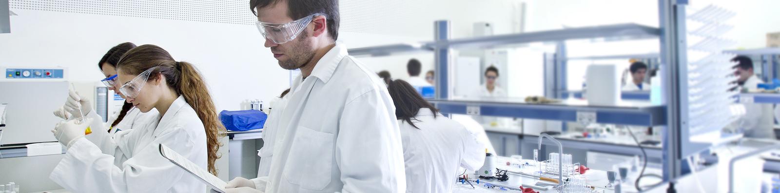 Investigadores en el laboratorio de la Universidad San Jorge