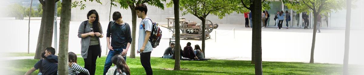 Alumnos en el campus de Villanueva de Gállego de la Universidad San Jorge