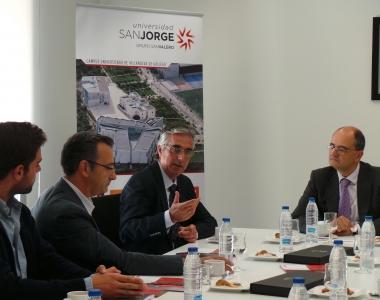 Firma de una cátedra entre empresa y USJ con el Recor Carlos Pérez Caseiras