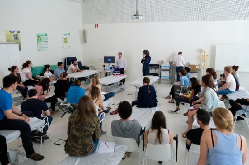 Alumnos en clase del grado de enfermería de la Facultad de Ciencias de la Salud de la Universidad San Jorge