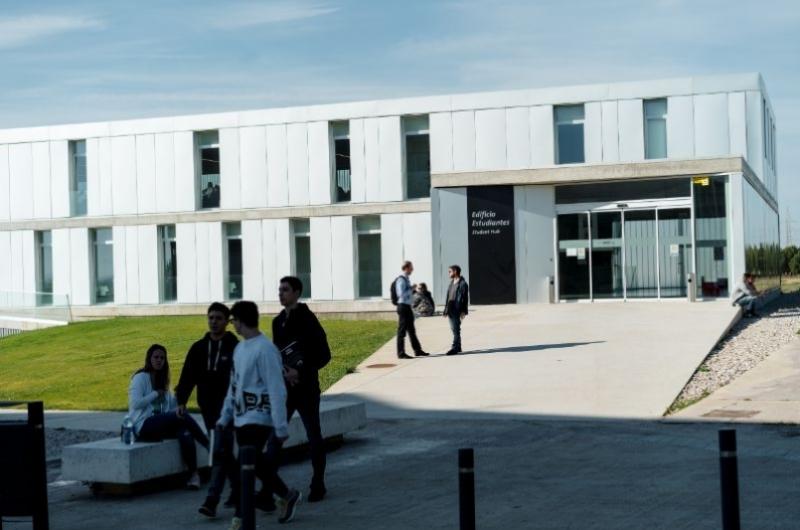 Fachada del Edificio de Estudiantes de la Universidad San Jorge