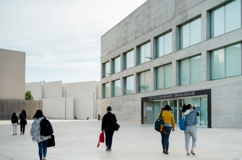 Fachada de la Facultad de Comunicación y Ciencias Sociales de la Universidad San Jorge