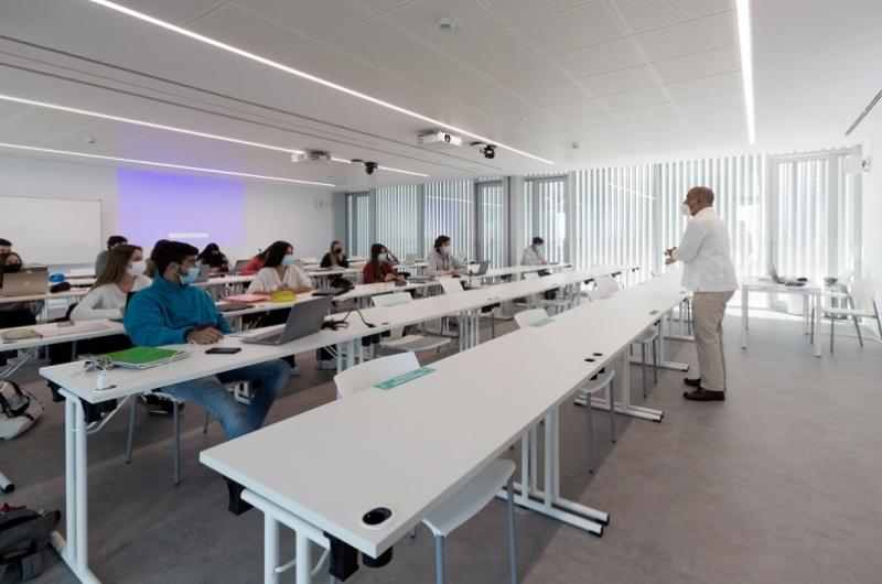 Clases ingeniería y arquitectura. Edificio Estudiantes.