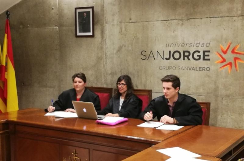 Sala de simulación de juicios. Grado en Derecho.