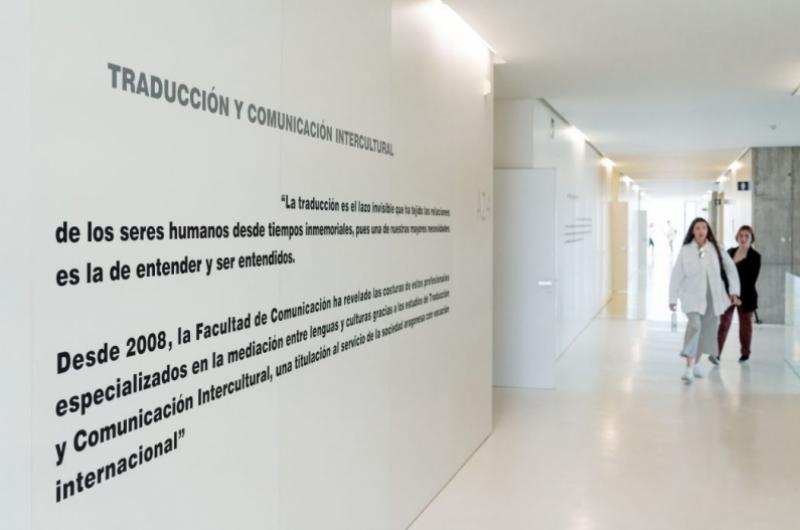 Pasillos de la Facultad de Comunicación y Ciencias Sociales de la Universidad San Jorge