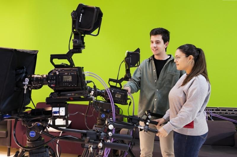 Alumnos en el plató de televisión.