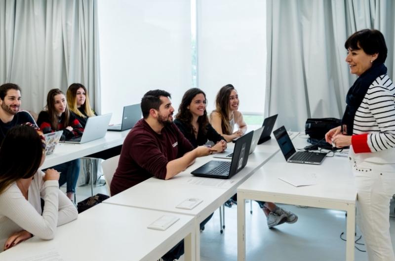 Aula con alumnos de Comunicación y Ciencias Sociales