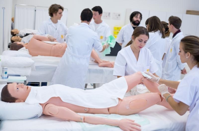 Alumnos de Enfermería de la Facultad de Ciencias de la Salud