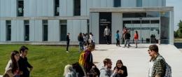 Memoria 2019-2020 Alumnos en el campus de la Universidad San Jorge
