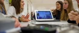 Alumnos estudiando en clase del grado de Educación de la Universidad San Jorge